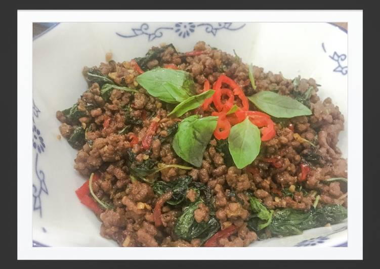 Recipe: Yummy Thai Basil Beef (Pad Gra Prow)