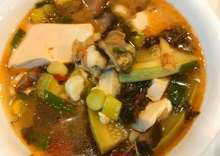 Oyster tofu soup 牡蛎雪菜豆腐汤