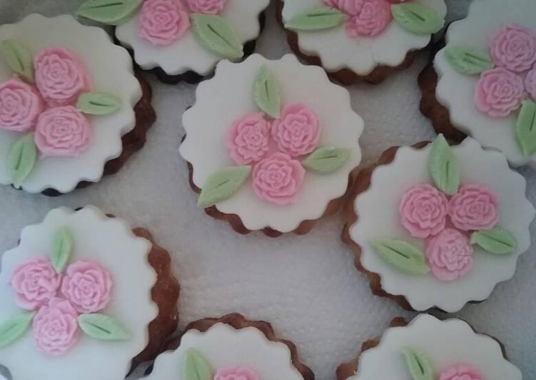 Ricetta Biscotti decorati in pasta di zucchero 🍪 ❤