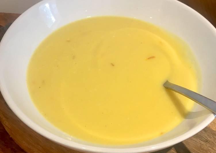 Creamy Cauliflower Soup with Saffron