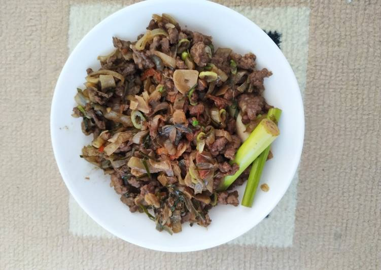 Daging Giling Daun Jeruk  Makanan Sehat : 1 sendok minyak goreng