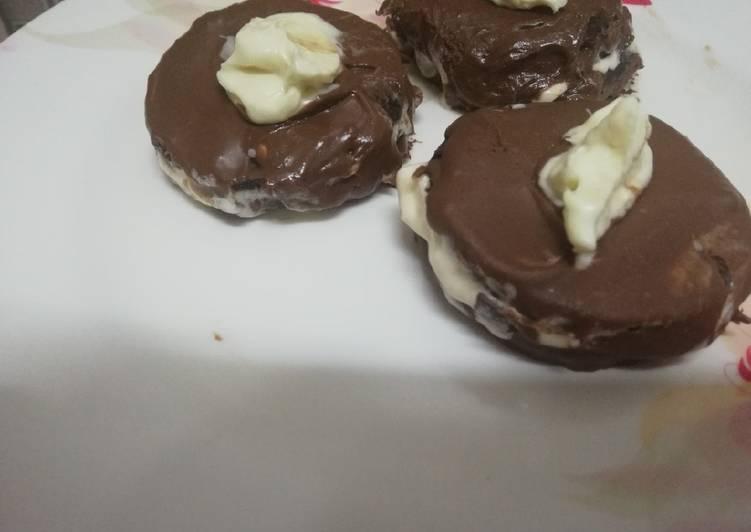Step-by-Step Guide to Prepare Speedy Oreo chocolate ice-cream sandwich