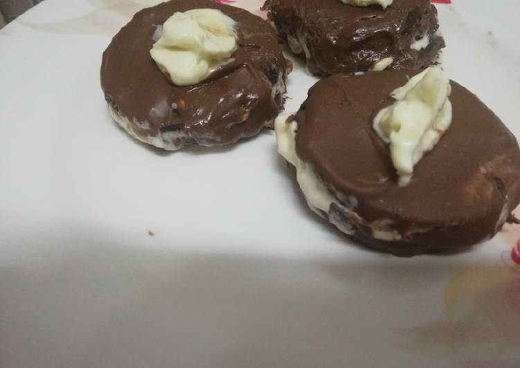 Oreo chocolate ice-cream sandwich - Laurie G Edwards