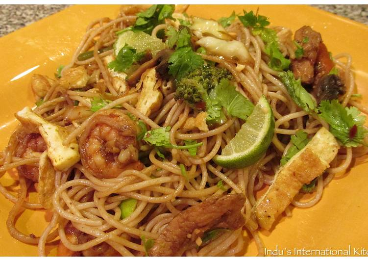 15 Minute Recipe of Super Quick Homemade Pad Thai Style Noodles with Chicken and Shrimp