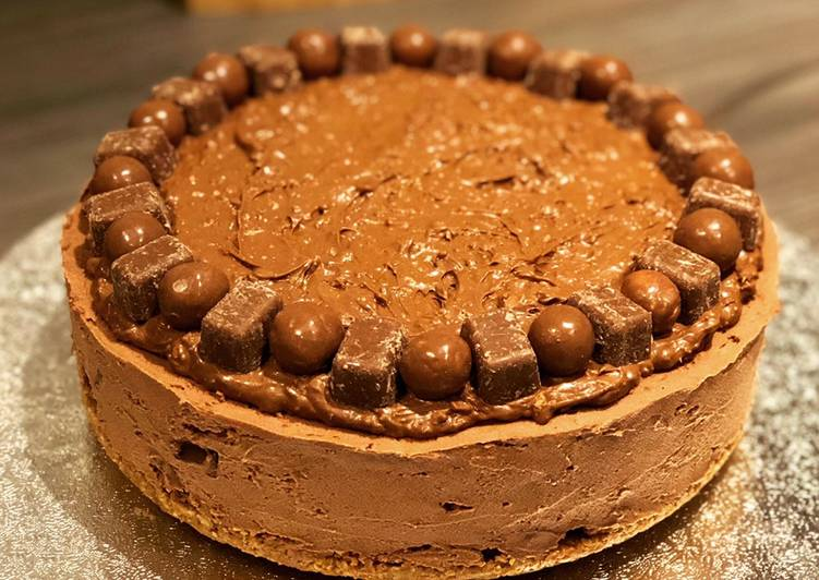 Malteaser & Wispa no-bake Cheesecake