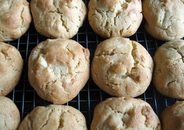 Macadamia & White Choco Chip Cookies