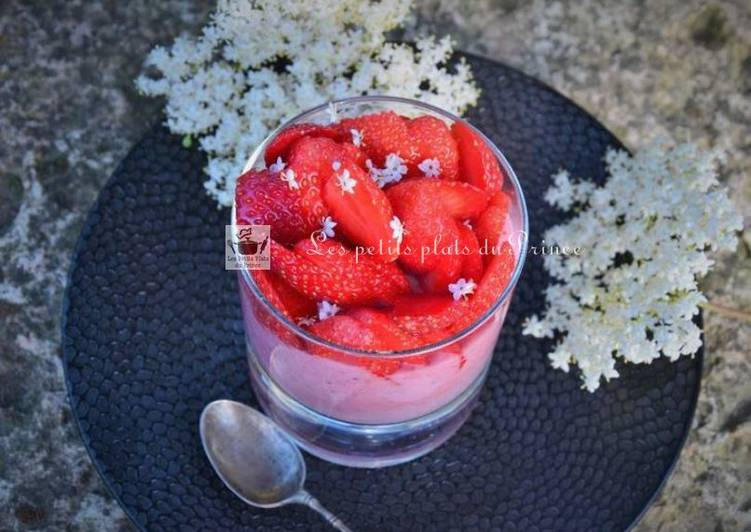 Mousse de fraises à la fleur de sureau