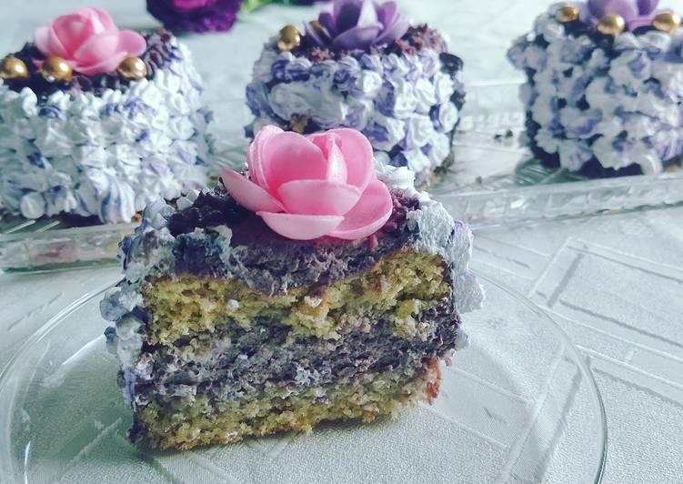Kleine Törtchen / Torte mit Heidelbeercreme