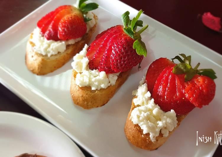 Strawberry cheese toast
