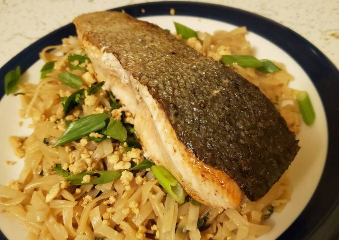 Salmon pad thai