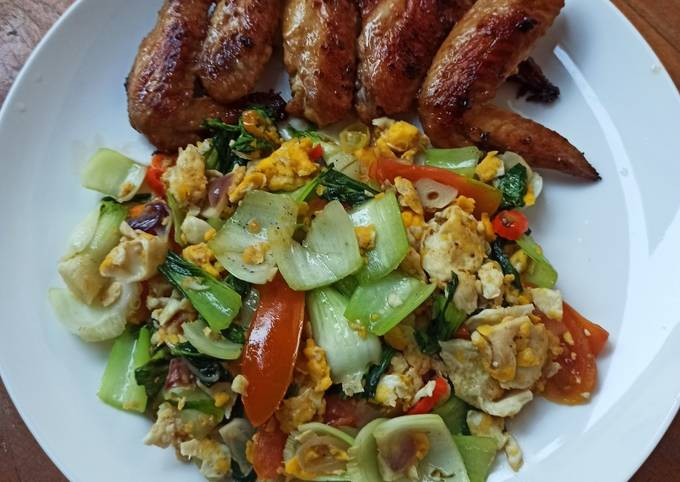 Pan Fried Chicken Wings and Stir Fry Bok Choi with Scrambled Eggs