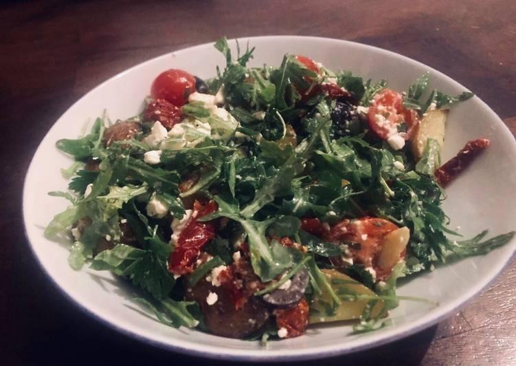 "Rucola Salat mit ""Patata Bravas"", Hirtenkäse und Aioli Soße 🥗"