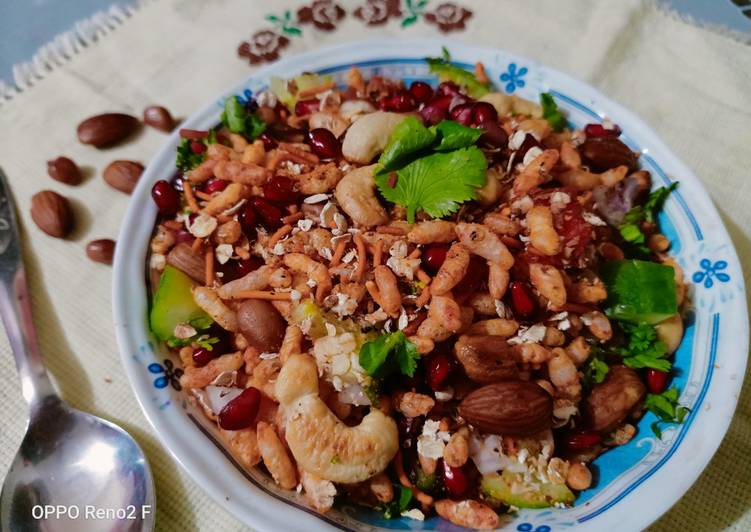 Oats and puffed rice bhel