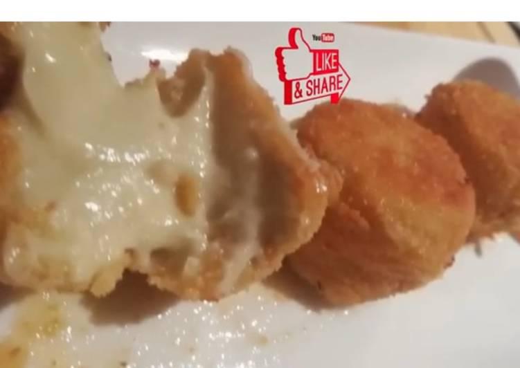 Croquetas o delicias de queso azul con salsa de membrillo
