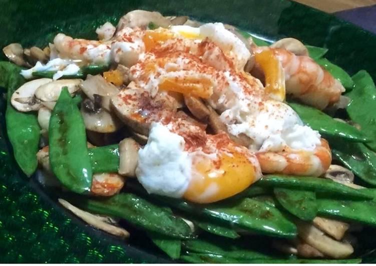 Salteado de verduras, gambones y huevo a baja temperatura