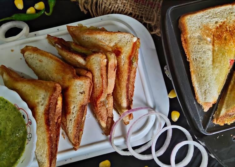 Recipe of Favorite Veg Cheese Sandwich 😋