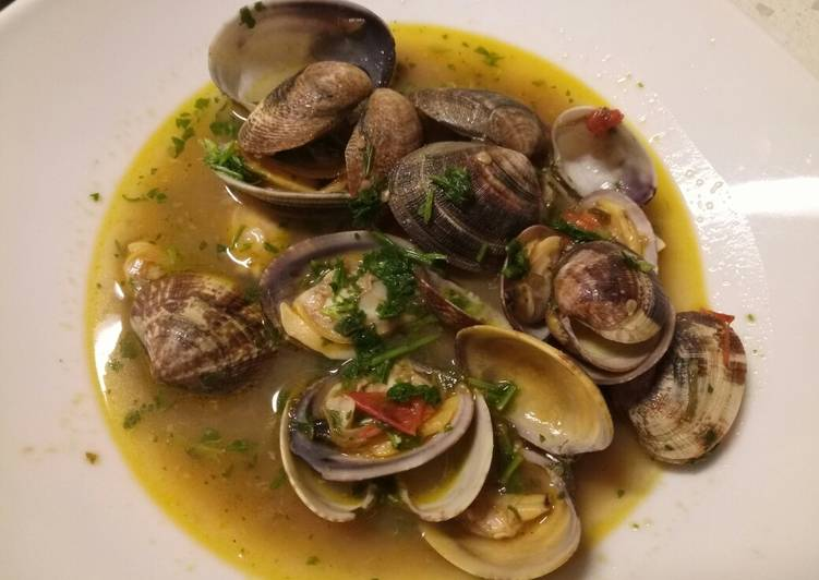 Steps to Prepare Homemade Zuppa alle vongole - clam soup