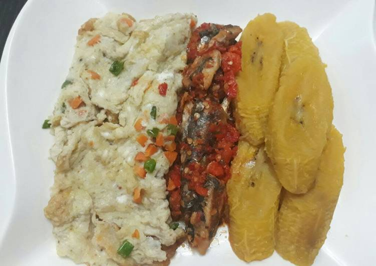 What is Dinner Ideas Royal Ripe plantain with fried egg and peppered sardine