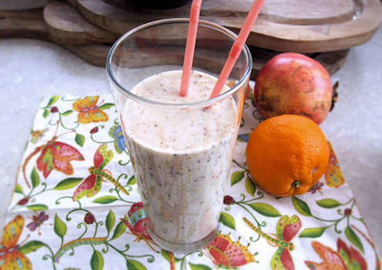 Banana, oats and almond milk smoothie