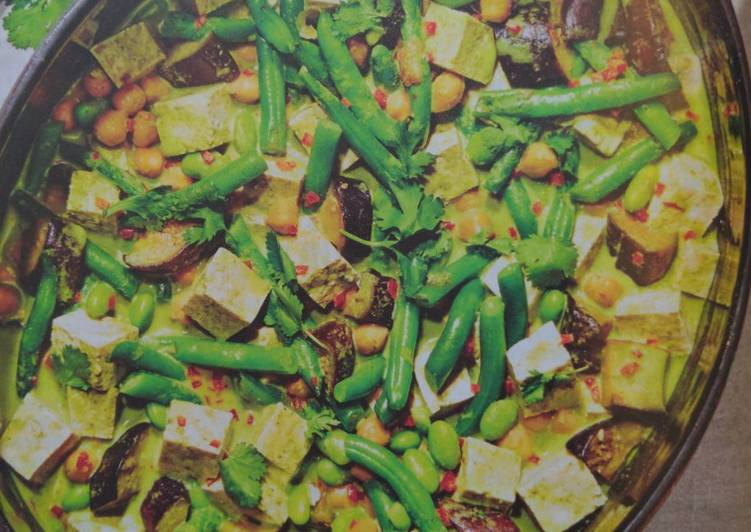 Learn How To Spicy Green Curry with Tofu