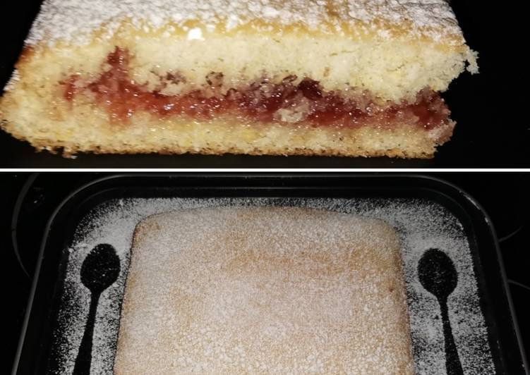 Gâteau génoise fourré à la confiture