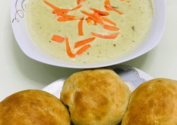 Dinner rolls served with potato and leek soup