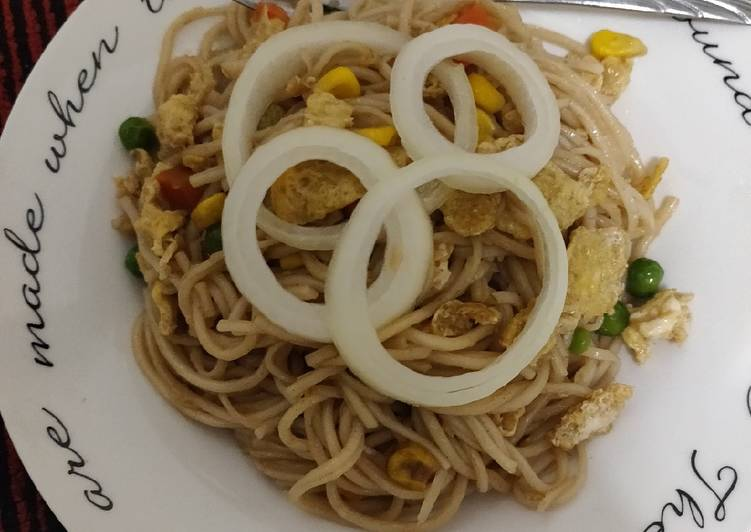 Noodles with some veggies and egg