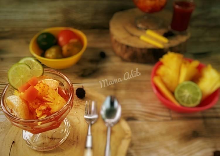 Asinan buah nanas