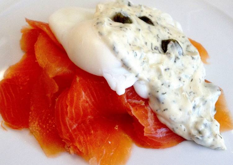 Recipe of Quick Smoked Salmon and Poached Eggs with Dill and Caper Sauce