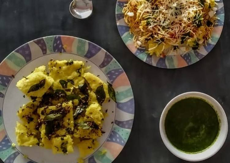 Absolutely Ultimate Dinner Easy Refreshing Gujarati dhokla, cheese Surti locho with green chutney