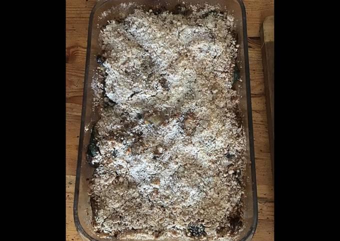 Crumble courgettes champignons oignons en croûte de parmesan aux amandes