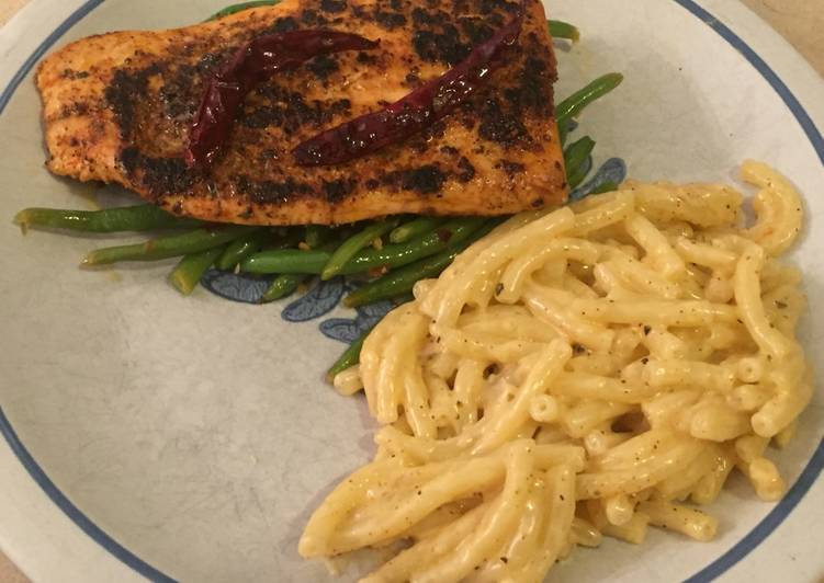 Easiest Way to Make Tasty Blackened Salmon with Green Beans and Cajun Gouda Mac 🌶