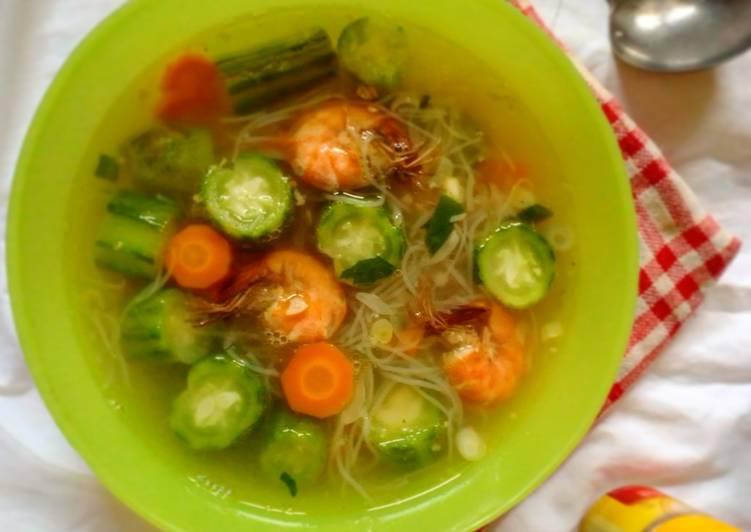 Cara Mudah Membuat Sup Oyong Udang Sempurna