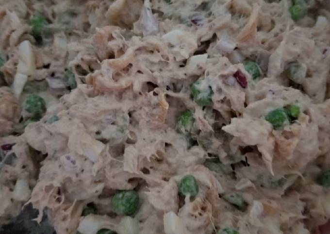 Tuna,pea and garden rotini salad