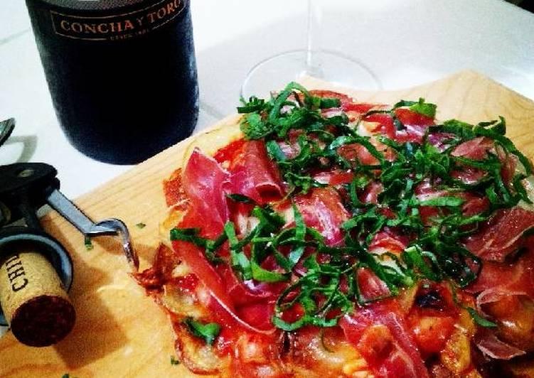 Pizza de papa con jamón serrano