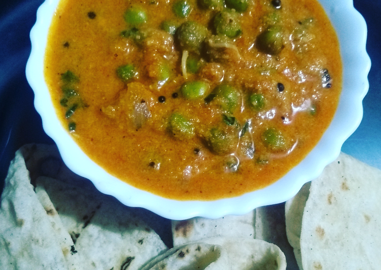 Recipe of Ultimate Sprouted Peas Curry