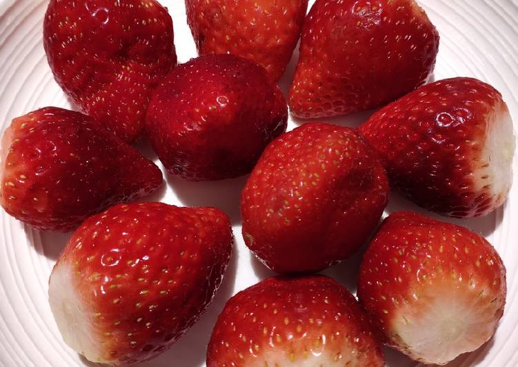Steps to Make Favorite Strawberry Dessert
