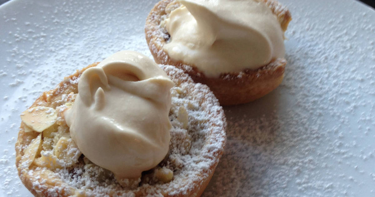Almond Crumble Mince Pies