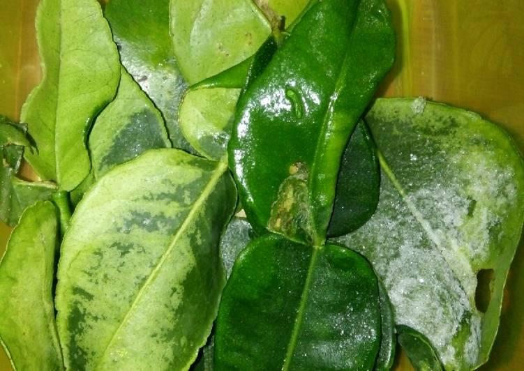 Cara menyimpan daun jeruk/daun salam/bumbu lain nya biar awet