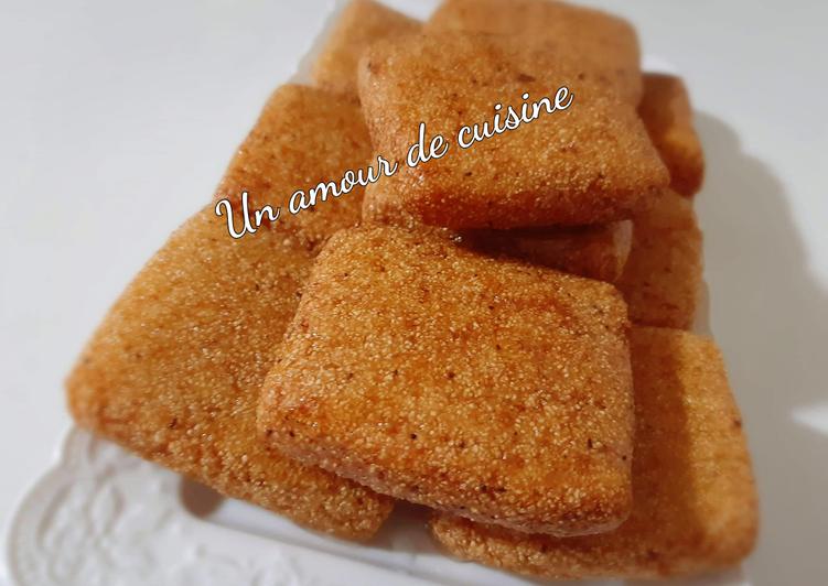 La Délicieuse Recette du Carrés de semoule frits/M'takba frit/M'besses frit/Harcha frit