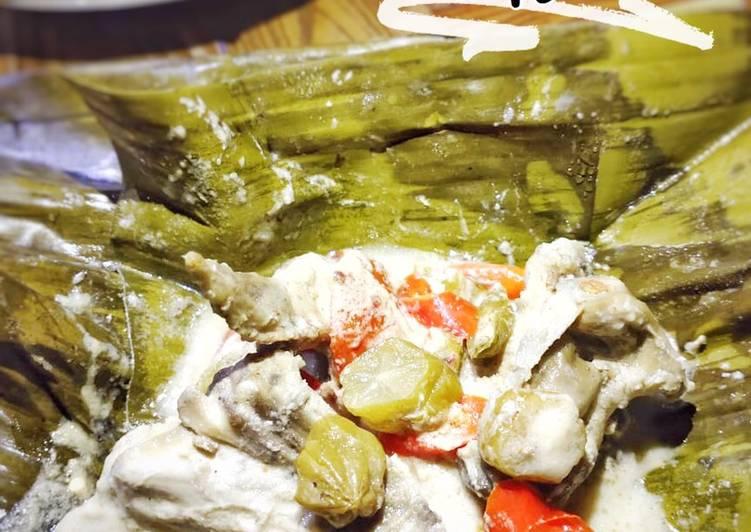 Garang Asem Ayam (bungkus daun pisang)