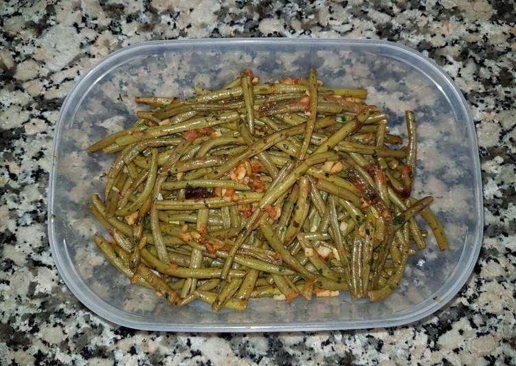 Haricots verts frais à la tomate