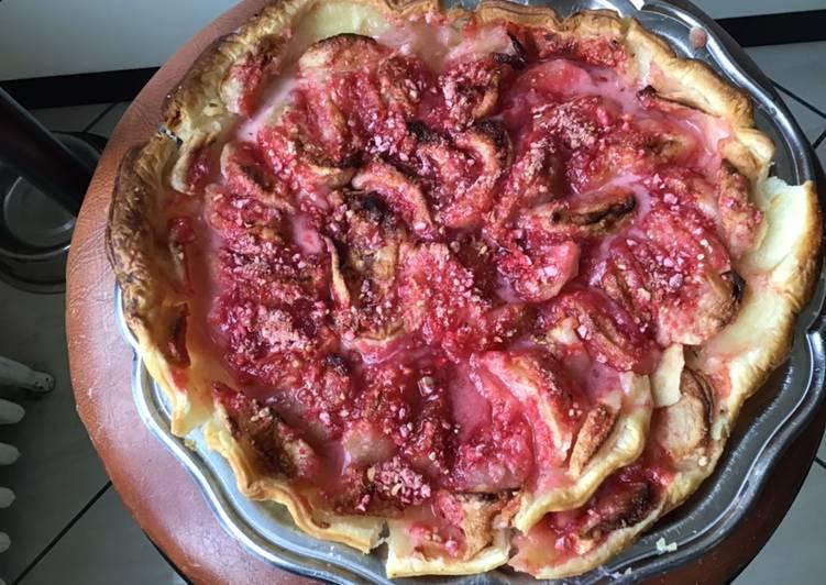 Tarte feuilletée aux pommes et pralines roses