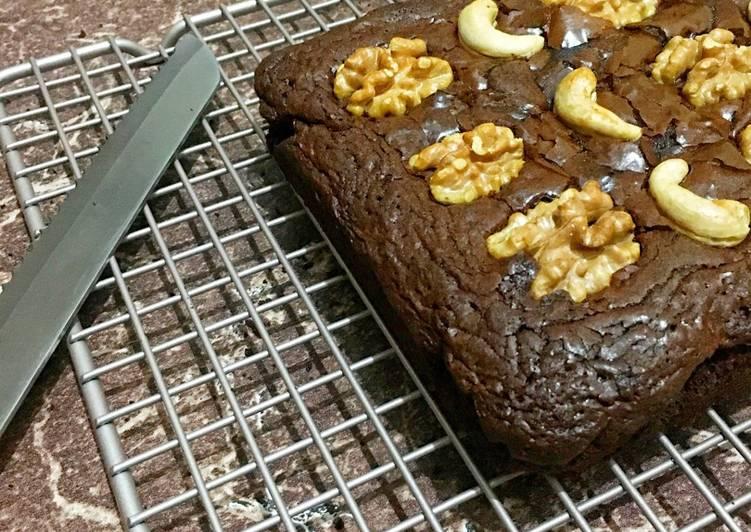 Cashew and walnut brownie