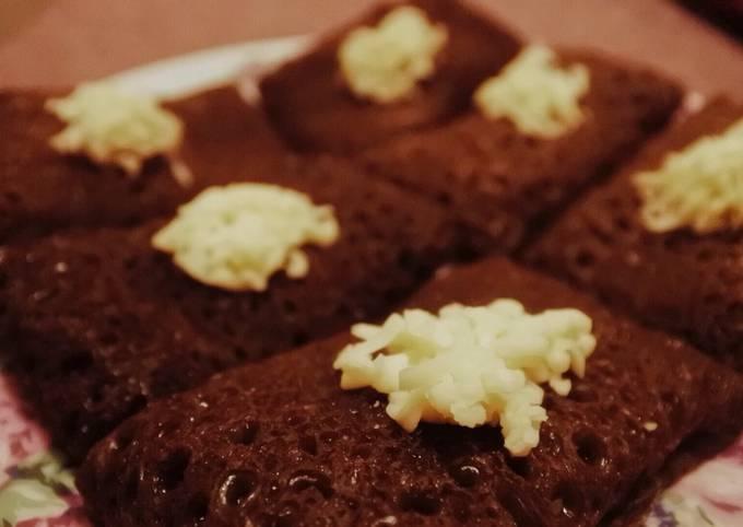 Resep Dadar Gulung Coklat isi Pisang Keju, Enak