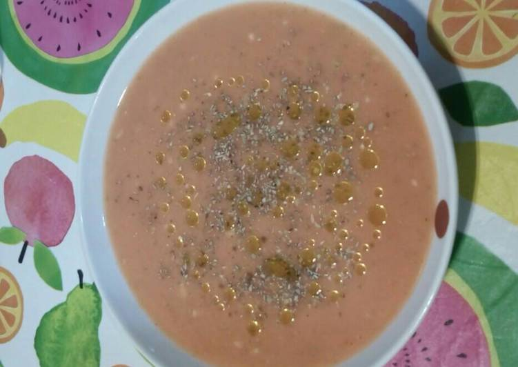 Sopa fría de tomate, calabacín y pimiento verde
