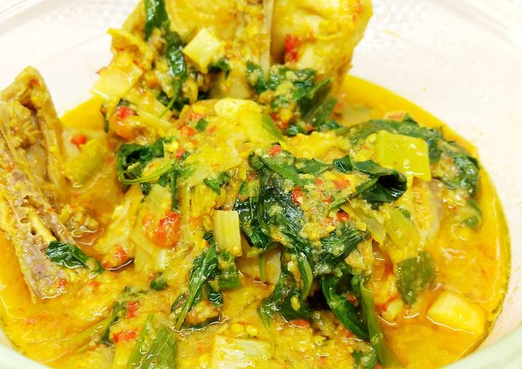 21. Ayam Woku khas Manado