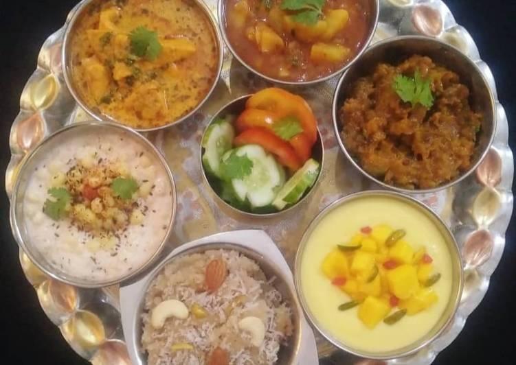 Indian Veg Thali (Aloo, Paneer, kaddu, Raita, Halwa, Shrikhand)