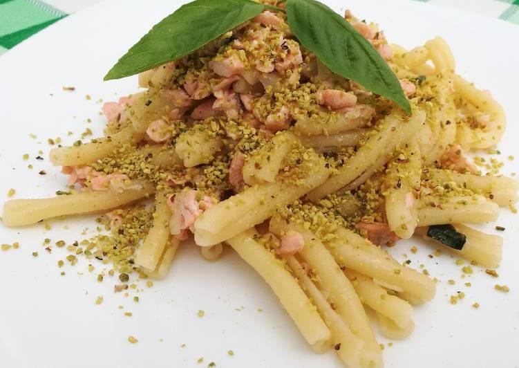 Casarecce con salmone e pistacchio