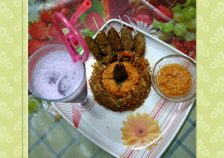 Presenting fried rice lollipop with blueberry milkshake